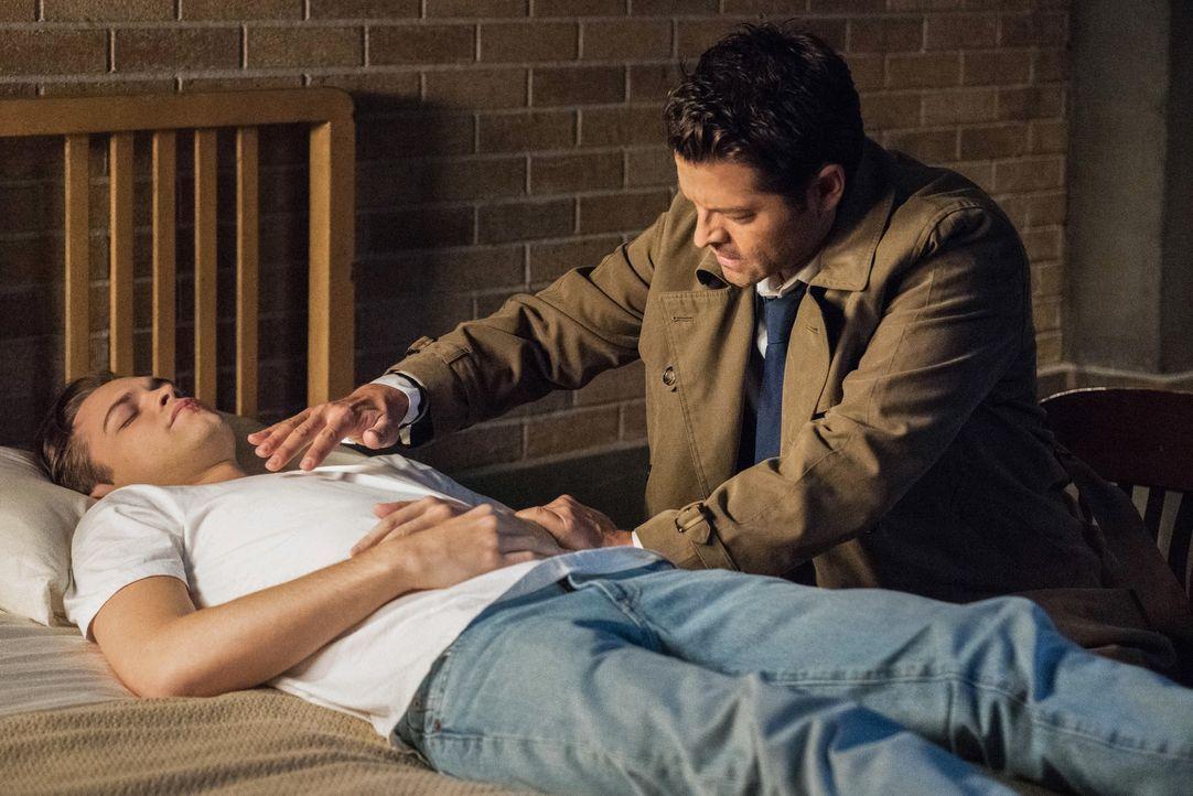 Jack (Alexander Calvert, l.); Castiel (Misha Collins, r.) - Bildquelle: Dean Buscher 2018 The CW Network, LLC All Rights Reserved / Dean Buscher