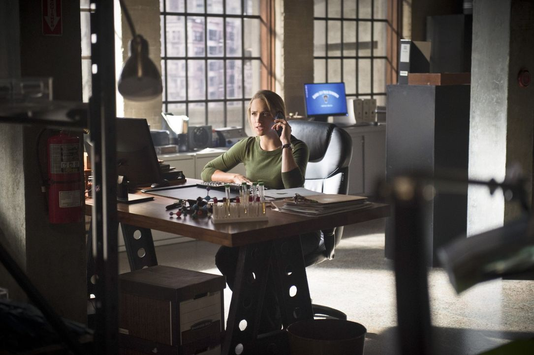 Patty (Shantel VanSanten) wird immer misstrauischer Barry gegenüber. Wird er ihr von seiner zweiten Identität erzählen? - Bildquelle: 2015 Warner Brothers.