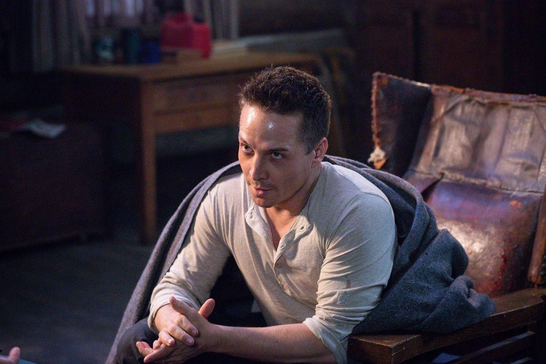 Eigentlich wollten Sam und Dean nur einen neuen Fall auflösen, doch dann steht plötzlich Cole (Travis Aaron Wade) vor ihnen und besteht darauf sie z... - Bildquelle: 2016 Warner Brothers