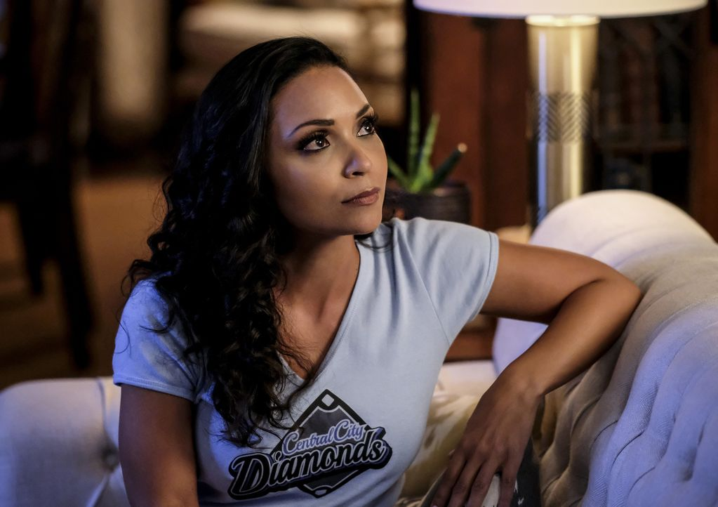 Cecille (Danielle Nicolet) - Bildquelle: Robert Falconer 2018 The CW Network, LLC. All rights reserved.