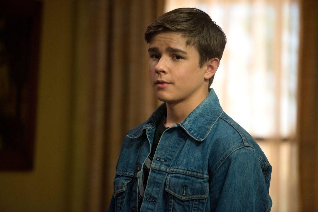 Zwei Monate lang erlebte Dean (Dylan Everett), was es heißt, ein ganz normaler Junge zu sein, Doch dann trifft er eine Entscheidung, die sein Leben... - Bildquelle: 2013 Warner Brothers