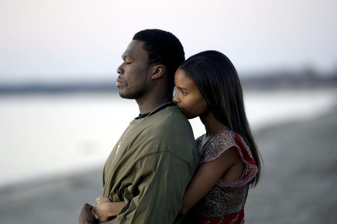 Seit dem Tod seiner Mutter gerät Marcus (50 Cent, l.) immer stärker auf die schiefe Bahn. Auch seine Freundin Charlene (Joy Bryant, r.) kann ihn nic... - Bildquelle: 2005 by PARAMOUNT PICTURES. All Rights Reserved.