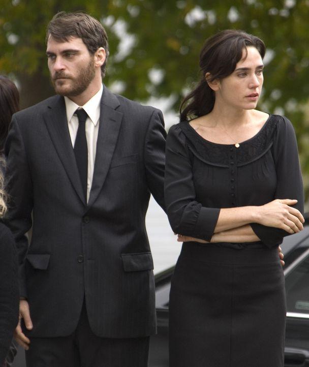 Ethan Learner (Joaquin Phoenix, l.), Grace (Jennifer Connelly, l.), Tochter Emma und der zehnjährige Josh führen ein glückliches Familienleben, bis... - Bildquelle: TOBIS Film