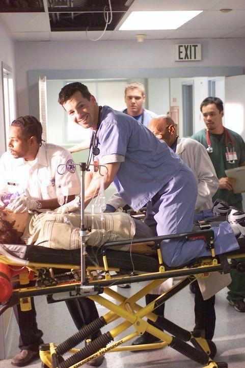 Für J.D. ist es nicht leicht, als der neue Assistenzarzt Nick (Sean Hayes, M.) im Krankenhaus auftaucht, denn er ist schon bald viel beliebter und s... - Bildquelle: Touchstone Television